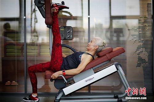 Cụ bà 71 tuổi gây sốc vì tập gym khỏe hơn thanh niên - 5