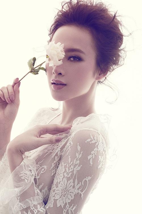 Angela Phương Trinh căng tràn với đầm ren xuyên thấu - 4