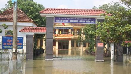 Hà Tĩnh: Hơn 100.000 học sinh nghỉ học ngày đầu tuần - 1