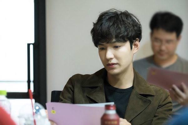 "Lee Min Ho ""trẻ ra tới 10 tuổi"" trong phim mới - 1"