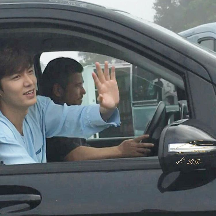 "Lee Min Ho ""trẻ ra tới 10 tuổi"" trong phim mới - 14"