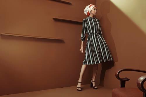 Siêu mẫu Thanh Hằng sang chảnh với muôn kiểu khăn thu - 16