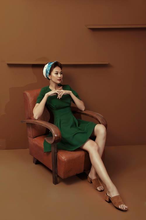 Siêu mẫu Thanh Hằng sang chảnh với muôn kiểu khăn thu - 11