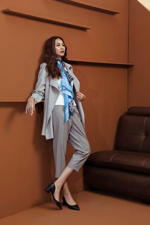 Siêu mẫu Thanh Hằng sang chảnh với muôn kiểu khăn thu - 9