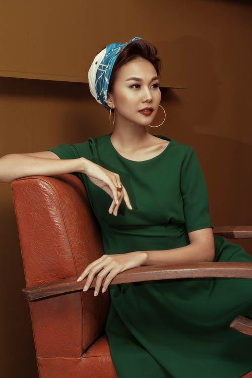 Siêu mẫu Thanh Hằng sang chảnh với muôn kiểu khăn thu - 10
