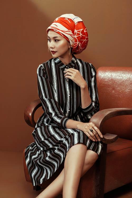 Siêu mẫu Thanh Hằng sang chảnh với muôn kiểu khăn thu - 15