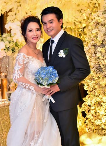 Đời tư kín tiếng của tài tử Việt vừa kết hôn ở tuổi 41 - 8