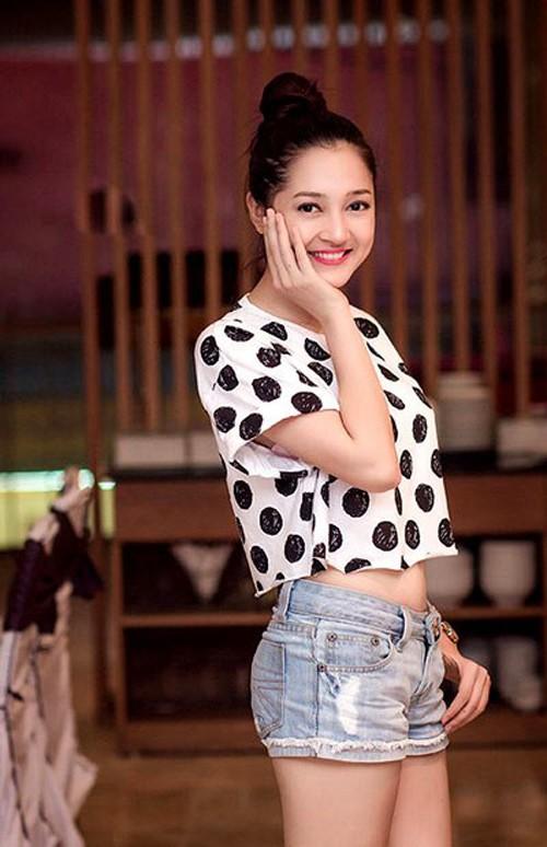 Ngắm bạn gái ăn vận cực sexy của Hồ Quang Hiếu - 12