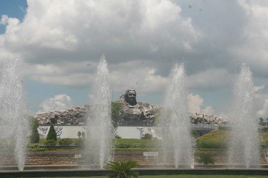 Quảng Nam chi 5 tỉ đồng dựng tượng các danh nhân - 1