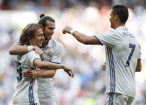"""Tin HOT bóng đá tối 17/10: Bale khiến Ronaldo """"phật lòng"""" - 1"""