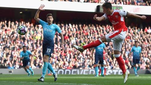 """Arsenal: """"Bay cao"""" cùng bộ tứ tấn công ảo diệu - 2"""