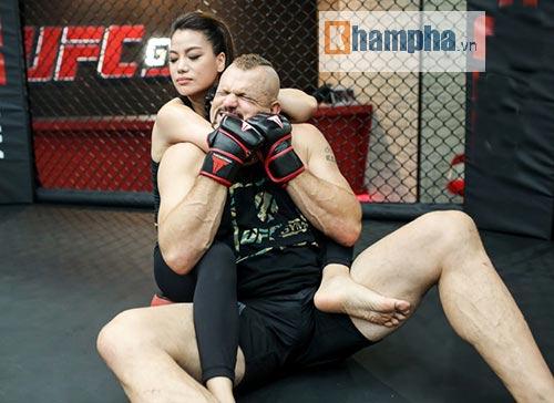 """2 kiều nữ Việt Nam """"hạ knock-out"""" huyền thoại UFC - 5"""
