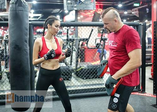 """2 kiều nữ Việt Nam """"hạ knock-out"""" huyền thoại UFC - 7"""