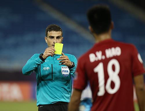 HLV Hoàng Anh Tuấn: Trọng tài đã xử ép U19 Việt Nam - 2