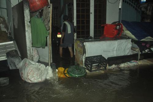 """Người Sài Gòn trắng đêm """"đắp đê"""" ngăn đỉnh triều - 5"""