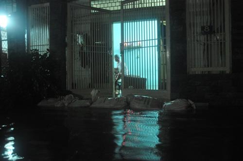 """Người Sài Gòn trắng đêm """"đắp đê"""" ngăn đỉnh triều - 6"""