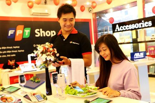 Mừng ngày 20/10, FPT Shop giảm giá điện thoại đến 4.6 triệu đồng - 1