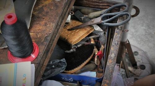 """Cậu bé sửa giày """"miễn phí"""" cho người nghèo ở Sài Gòn - 4"""