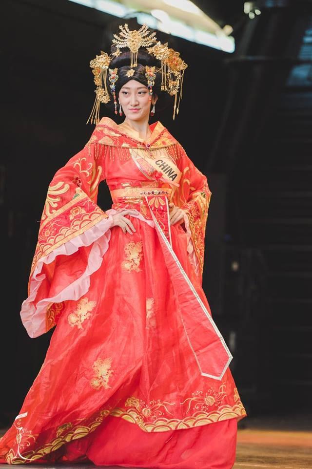 Sốc với Hoa hậu Trung Quốc mặt già nhăn - 2