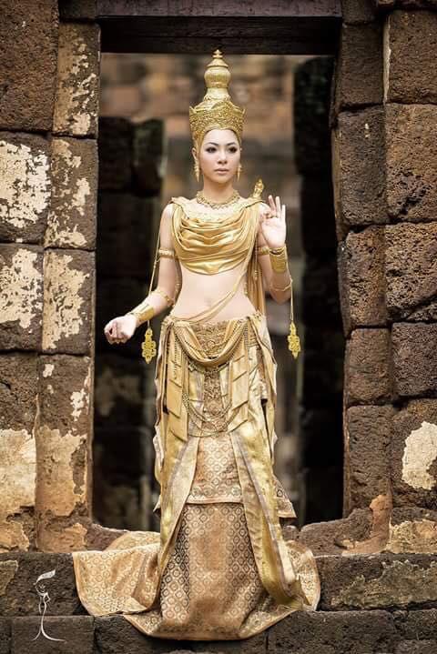Sốc với Hoa hậu Trung Quốc mặt già nhăn - 7