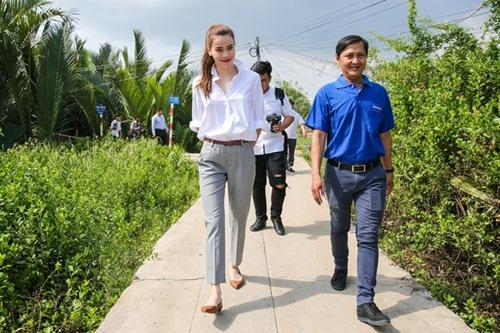 Tiết lộ số tiền Sao Việt ủng hộ đồng bào miền Trung - 2