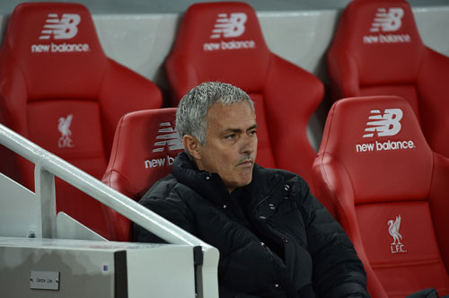MU xấu xí vá triết lý lỗi thời của Mourinho - 3