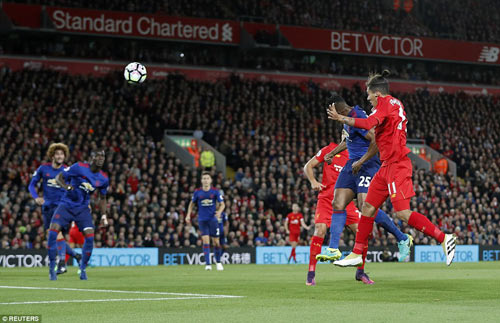 MU xấu xí vá triết lý lỗi thời của Mourinho - 1
