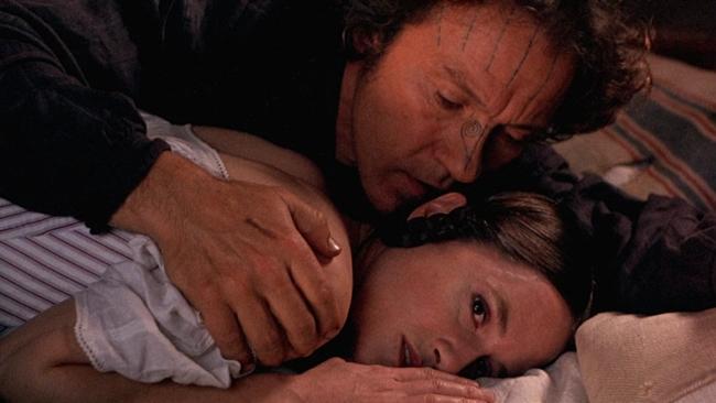 The piano (1993) gây ấn tượng với những cảnh nóng táo bạo nhưng được thể hiện vô cùng tinh tế trên nền nhạc dương cầm khiến người xem mê đắm.