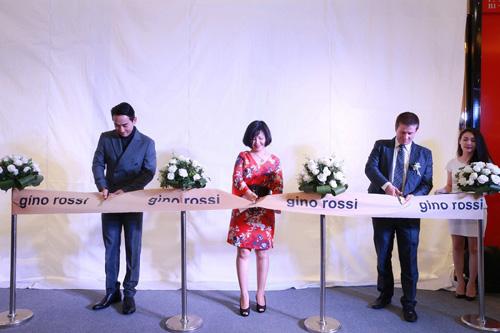 Hứa Vĩ Văn sánh đôi cùng Helly Tống đến khai trương Gino Rossi - 7