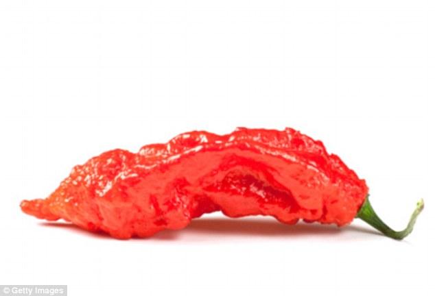 Rách thực quản vì thử ăn ớt ma cay nhất thế giới - 1