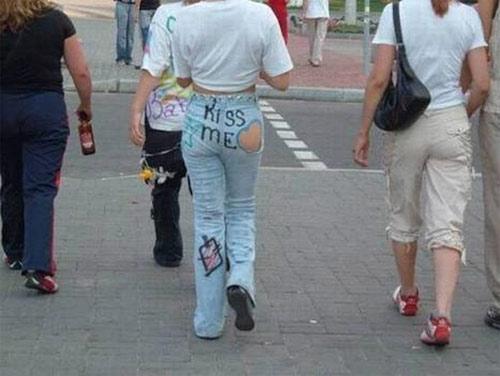 """Choáng nặng với những """"thảm họa quần jean"""" kỳ quặc - 4"""