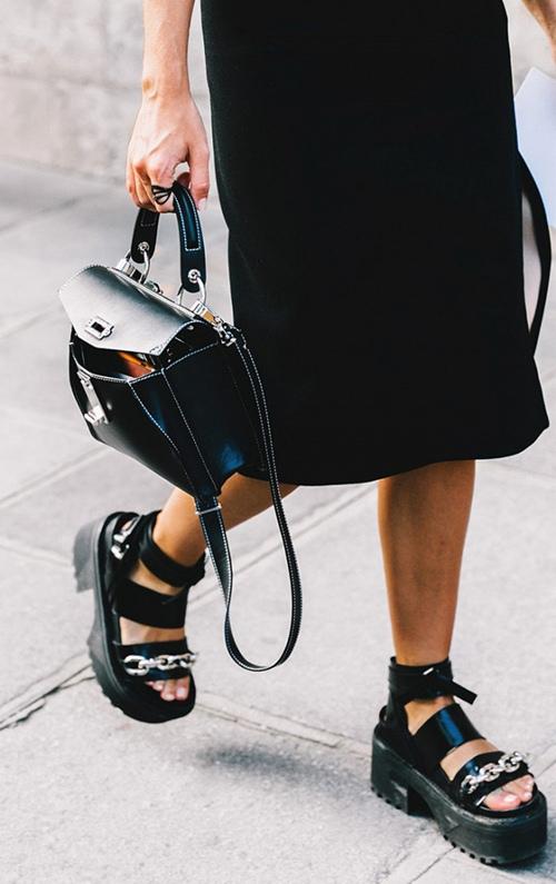 5 xu hướng giày đang khiến cả Paris náo loạn - 12