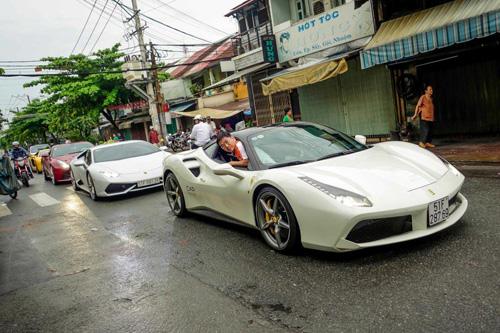 """Ferrari 488 GTB của Cường """"đô-la"""" dẫn đầu đoàn siêu xe diễu phố - 1"""