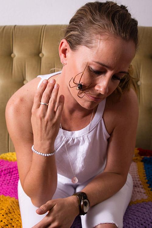 Cô gái Mỹ có sở thích chơi đùa và nuôi nhện độc - 3