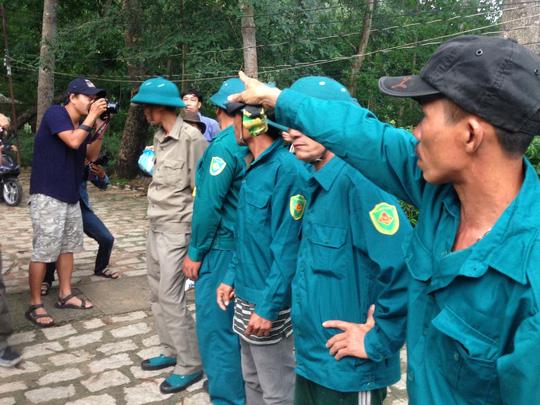 """""""Căng mắt"""" theo dấu trực thăng mất tích trên núi Dinh - 1"""