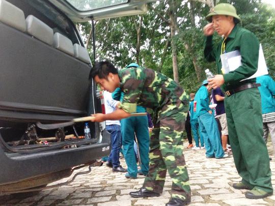 """""""Căng mắt"""" theo dấu trực thăng mất tích trên núi Dinh - 3"""