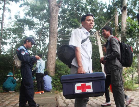 """""""Căng mắt"""" theo dấu trực thăng mất tích trên núi Dinh - 5"""