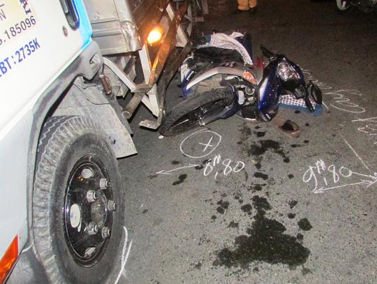 Thanh niên thiệt mạng khi vượt đèn đỏ ở Sài Gòn - 1