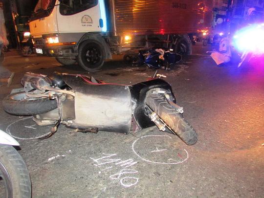 Thanh niên thiệt mạng khi vượt đèn đỏ ở Sài Gòn - 2