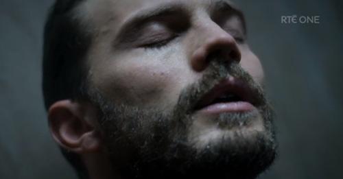 """Tò mò với cảnh tắm của sao """"50 Sắc thái"""" trong phim mới - 1"""