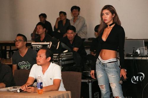 Chân dài Việt rủ nhau mặc sexy tổng duyệt thời trang - 3