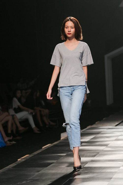Chân dài Việt rủ nhau mặc sexy tổng duyệt thời trang - 6