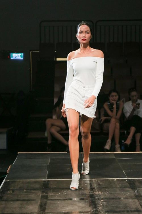 Chân dài Việt rủ nhau mặc sexy tổng duyệt thời trang - 10