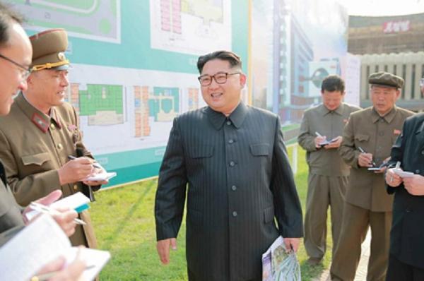 """Kim Jong-un tái xuất sau 11 ngày """"mất tích"""" bí ẩn - 1"""