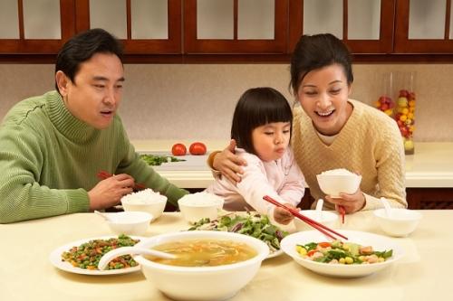 Lý do không nên ăn canh nấu quá chín và ăn khi quá nóng? - 2