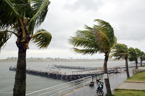 Bão số 7 tiến gần bờ, Quảng Ninh bắt đầu mưa to - 1