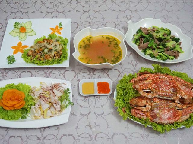 Đãi chị em bữa cơm 20-10 nhiều hải sản - 1