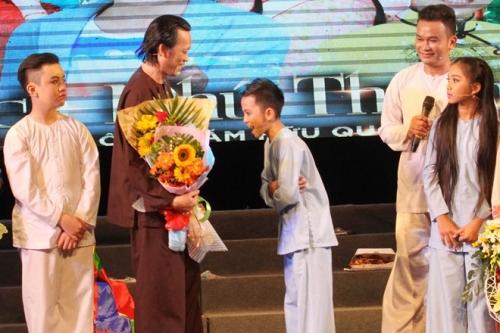 Hoài Linh bất ngờ nhận Quách Phú Thành làm con nuôi - 1