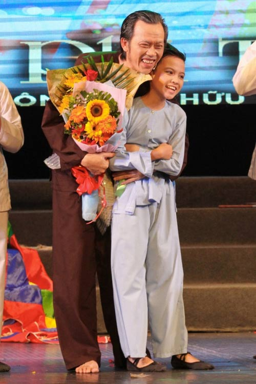 Hoài Linh bất ngờ nhận Quách Phú Thành làm con nuôi - 2