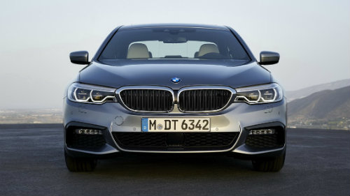 BMW 5-Series và Mercedes Benz E-Class: Ai bạo hơn ai? - 4
